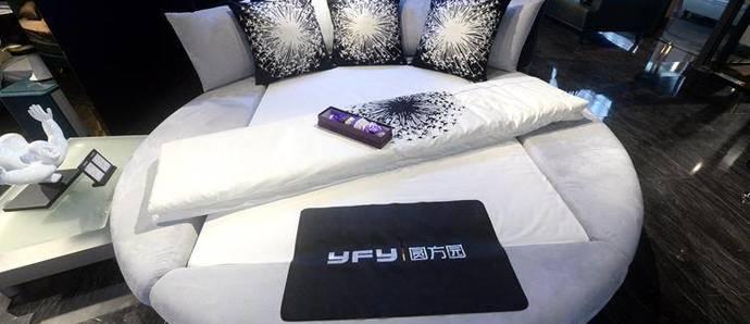 和一大波手感超赞的美女同床共枕——圆方园软床艳遇记